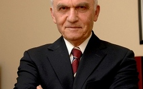 Яшар Якыш