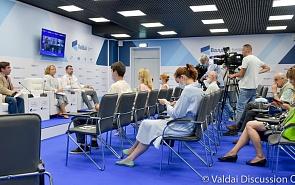 Фотогалерея: Дискуссия «Мутация вируса и мировой опыт ревакцинации: права человека и общества»