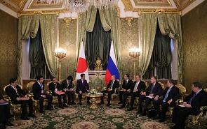 На фоне бурной глобальной политики. Результаты встречи Путина и Абэ